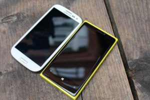Nokia-Lumia-920-competes-with-Samsung-Galaxy-S4-S3