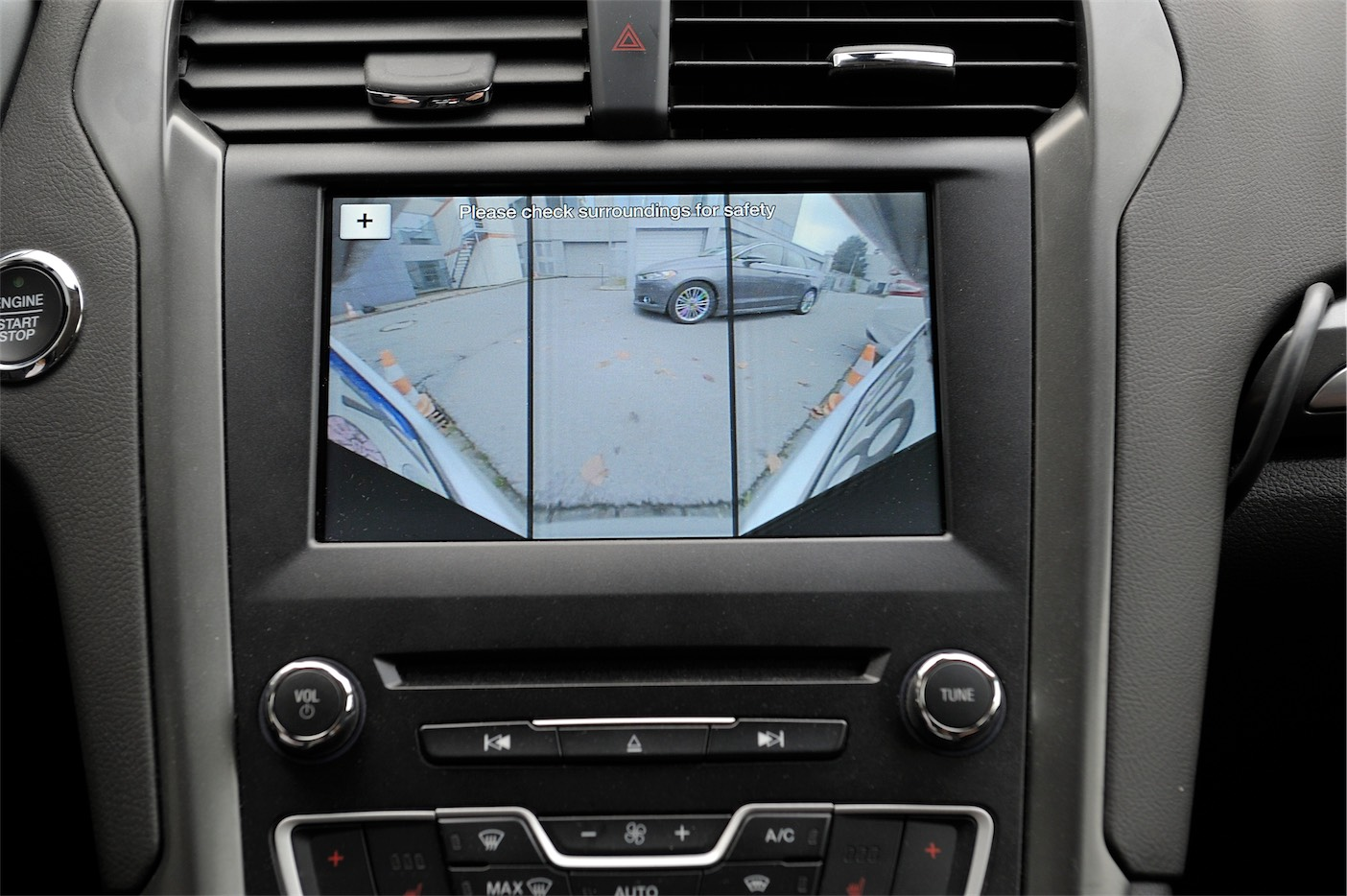 ford-iws2016_event_180rearviewcamera_01